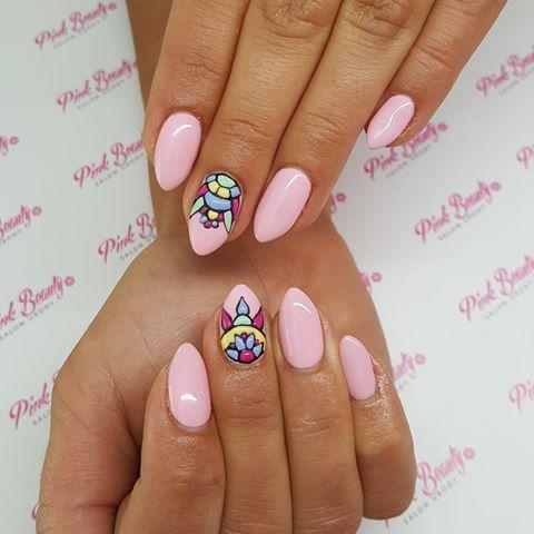 Znalezione obrazy dla zapytania paznokcie hybrydowe różowe zdobienie