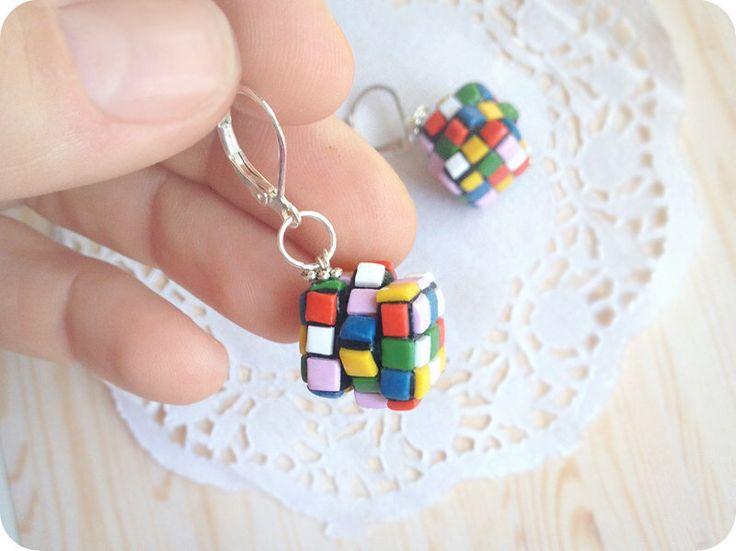 Gioielli di Rubiks Cube Funky orecchini regalo per ragazza hipster dono Gioielli inconsueti orecchini colorati Geekery gioielli regali del giocatore per gamer ragazza di TomkaStore su Etsy https://www.etsy.com/it/listing/288693945/gioielli-di-rubiks-cube-funky-orecchini