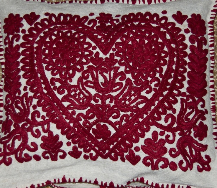 Heart with tulips from Transylvania! Vintage linen cushion