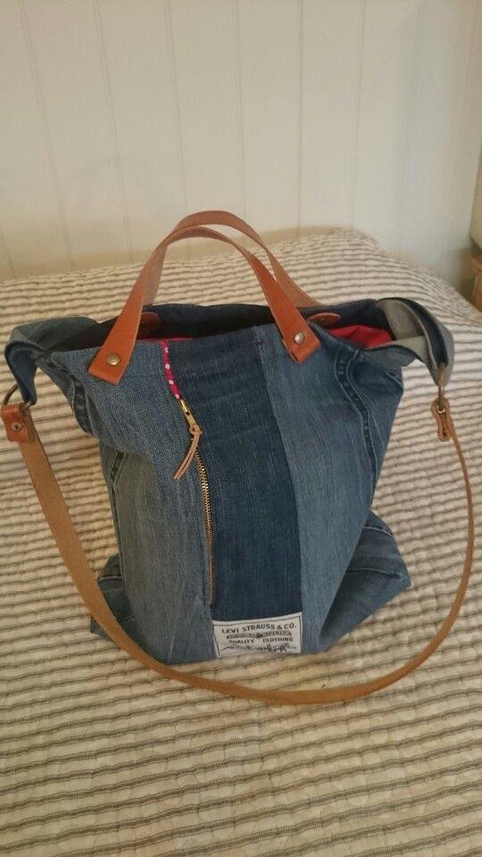 Resirkulerte jeans.handtak av lær.