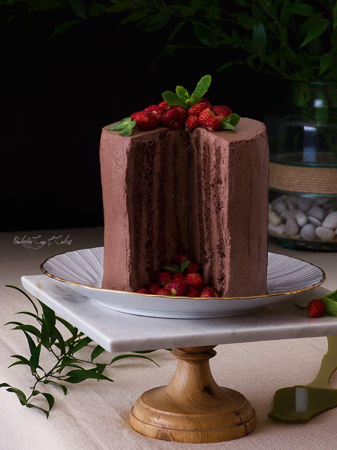 Tarta Vertical de Chocolate (Tarta de chocolate con fresas silvestres)