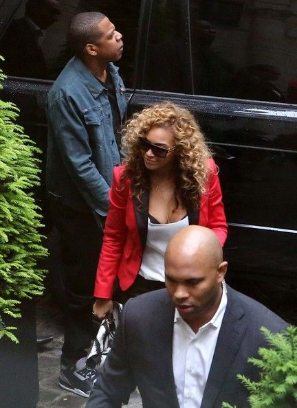 Beyonce Knowles Photos Photos - Power couple Jay-Z and Beyonce enjoyed  a lunch date in Paris, France on June 6th, 2012. - Power Couple Jay-Z and Beyonce Lunch Together In Paris