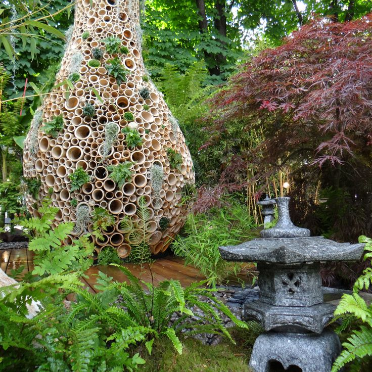 Japanese garden inspiration with the granite lanterns into the Baobab Garden