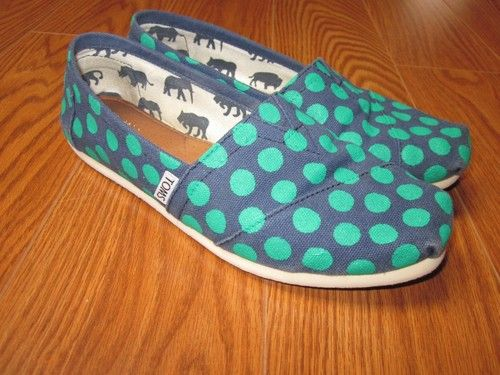 I wouldn't mind getting a pair of Toms some time. They seem really cosy :)