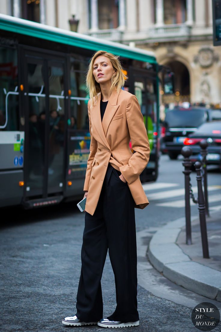 Camel double-breasted blazer, black wide-leg trousers & flatforms | Anja Rubik | @styleminimalism