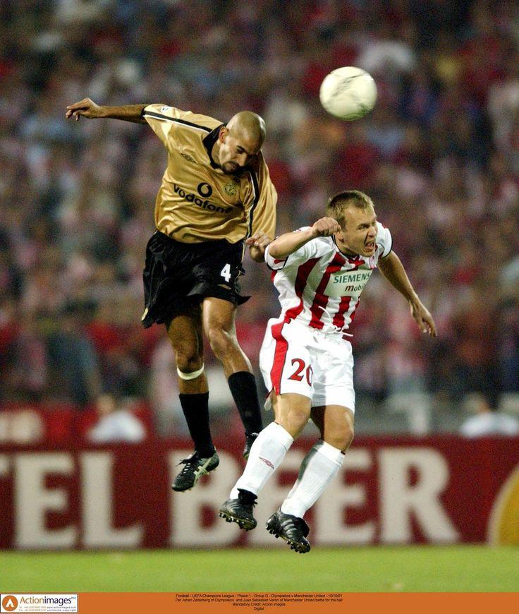 Par Johan Zetterberg of Olympiakos and Juan Sebastian Veron of Manchester United battle for the ball