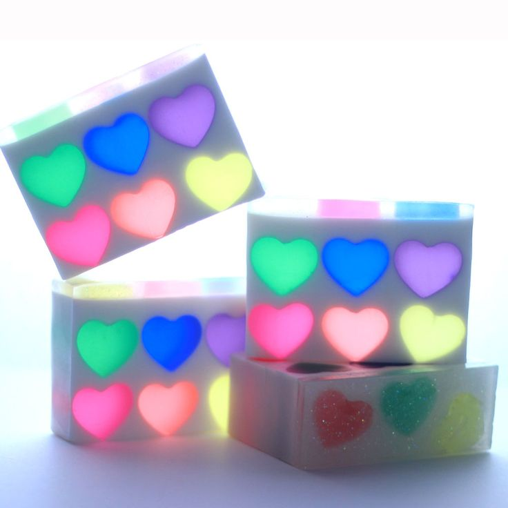 This Rainbow Heart Melt and Pour soap will make you smile with plenty of sparkle, color and hearts. Inspired by aprevious Soap Queen tutorialof the same name, the design has been updated to include more hearts and color in each bar.Pink Grapefruit Fragrance Oilgives the project a bright and happy scent. This melt and pour …