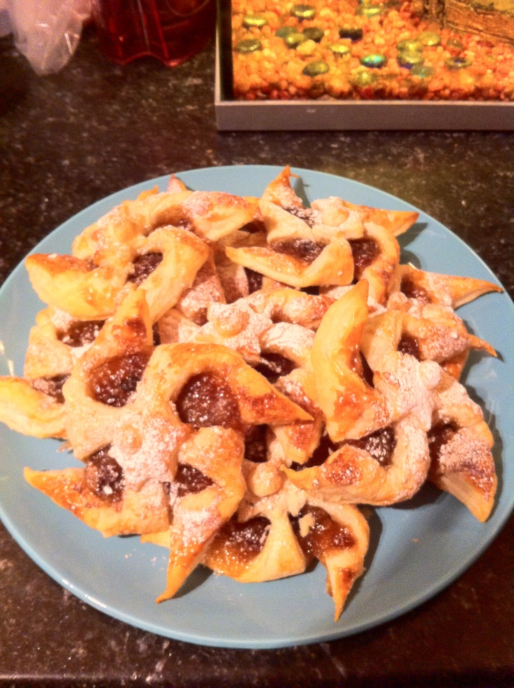 Mince Pie Stars - Lorraine Pascale Recipe