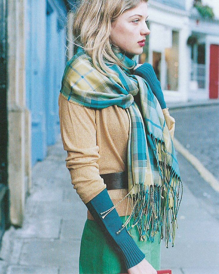 Tartan scarf - love this look!