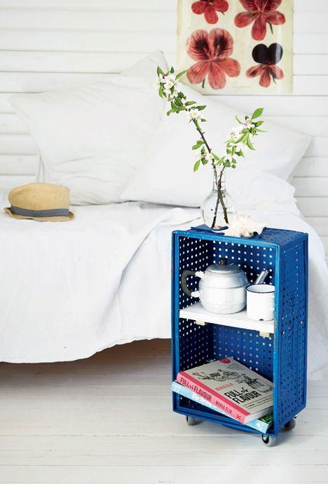 http://www.boligliv.dk/kreative-ideer/diy-fra-kedelig-kasse-til-cool-sidebord/