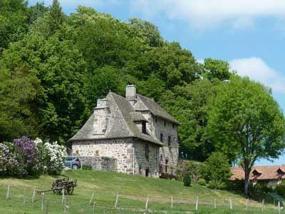 Image issue du site Web http://www.je-loue-en-france.fr/photos-location/54/chambre-d-hotes-ST-ETIENNE-DE-CARLAT-1.jpg