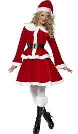 #Kerstvrouw #kostuum bestaat uit een rok met jasje, riem en kerstmuts.