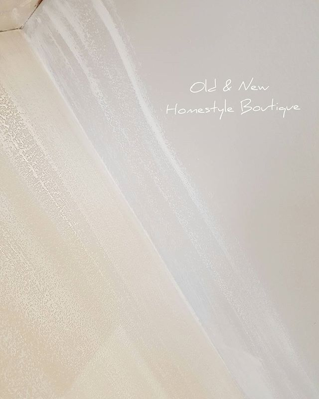 As the theme in @thelashbrowbar_barnstaple is basically white I went for a light grey base then just drybrushed with white over.... . . . #makeover #workinprogress #nailbar #paint #painteffect #woodeffect #commission #paintedfurniture #chalkpaint #drybrush #lovewhatyoudo #dowhatyoulove #makingdreamscometrue #girlboss #workhard #goals #interiordesign #interior #lovemyjob #beautysalon #shabbychic #update #decor #lashandbrowbar #oldandnewhomestyleboutique