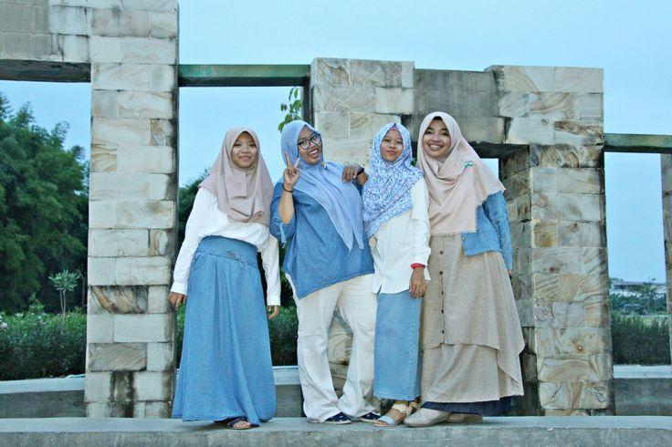 Denim looks good on us #denimhijab #denimstyle #bluestyle #hijabstyle #squad