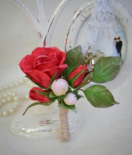 Бутоньерка с розой и гиперикумом.  Материал цветов пластичная замша, приятная на ощупь.  #цветы_аксессуар_Suncreative
