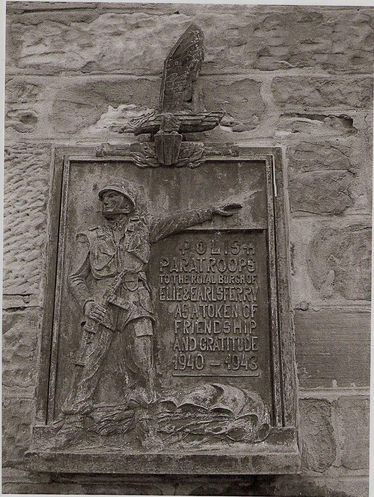 Tablica upamiętniająca pobyt i obronę wybrzeża Fife ufundowana polskim żołnierzom w Szkocji. (Ratusz w Earlsferry)