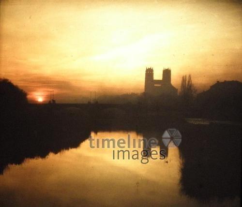 Sonnenuntergang an der Isar, 1960er Jahre Heikiri/Timeline Images #60er #Isar #Sonnenuntergang #Sonnenstrahlen