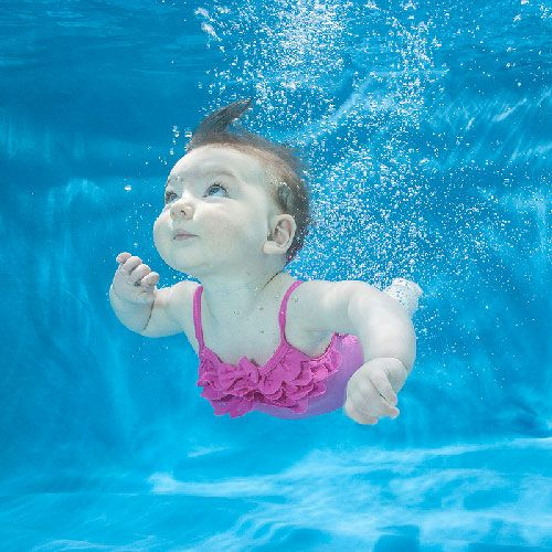 Babies swim underwater the water and waterbabies drift around casually a glimpse at the extensive underwater baby photography of zena holloway
