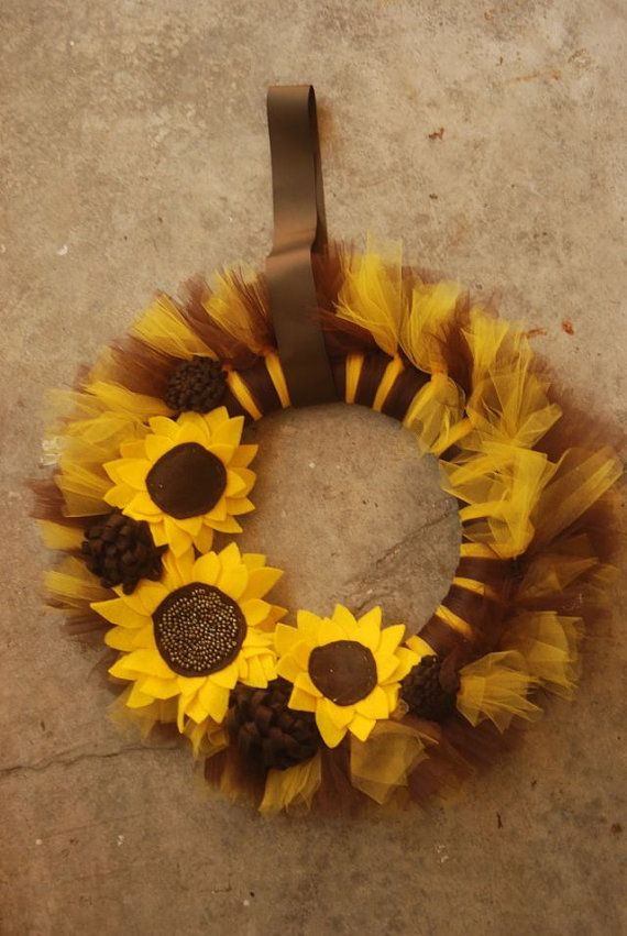 Sunflower tulle wreath.. OMG I need to make this!!