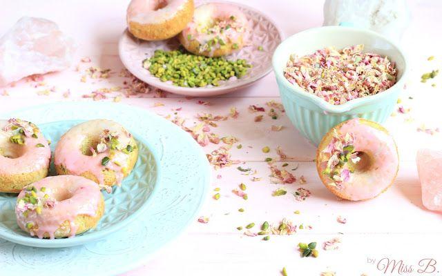 Miss Blueberrymuffin's kitchen: Aromen aus dem Orient: Pistazien-Rosen-Donuts aus dem Ofen