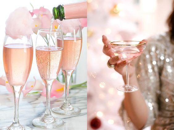 Drinkar med guld, rosé och glitter passar perfekt till nyårsafton då man gärna vill ha det där lilla extra. Bjud dina gäster på en lyxig cocktail de definitivt blir imponerade av!