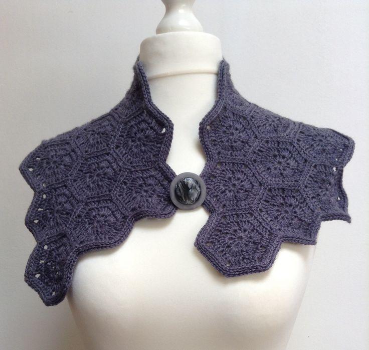 Col chauffe épaules au crochet, motif hexagonaux, laine acrylique grise pour femme : Echarpe, foulard, cravate par titlaine
