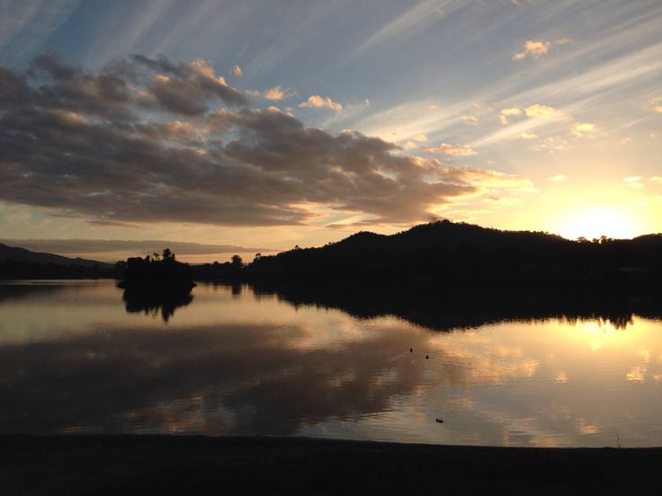 Sunsetting over the Pondage in Eildon.