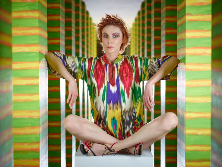 photo: Jacek Świderski, stylist: Sara Damm; Make up: Barbara Bajerek; hair: Sebastian Hubert; colourful shirt MNK; shoes: NUNC Fashion-Dominika Nowak; model: Beata Augustyniak