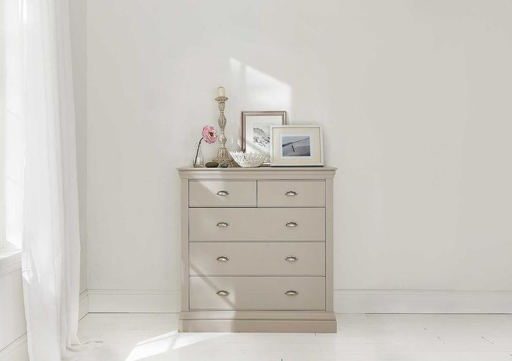 Generously proportioned the Camden 3+2 chest offers an abundance of storage.  Crafted from solid wood the 3+2 Chest is beautifully finished in a satin pebble finish with a classic cup style handle.