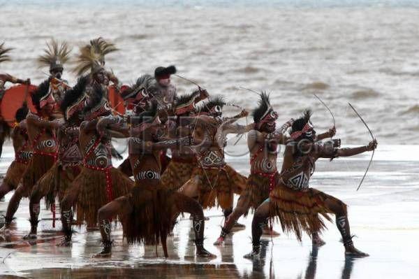 Penari Tradisional Meriahkan Sail Raja Ampat 2014