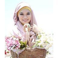 Hijab moderne rose Plus de modèles sur http://www.photohijab.com/foulards/