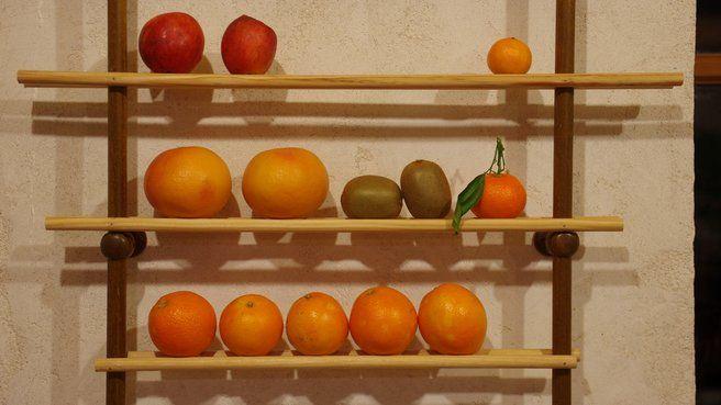 Réalisez un présentoir à fruits // http://www.deco.fr/jardin-jardinage/fruitier/actualite-610366-realisez-presentoir-fruits.html
