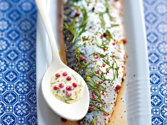 Découvrez la recette Maquereau gravlax sur cuisineactuelle.fr.