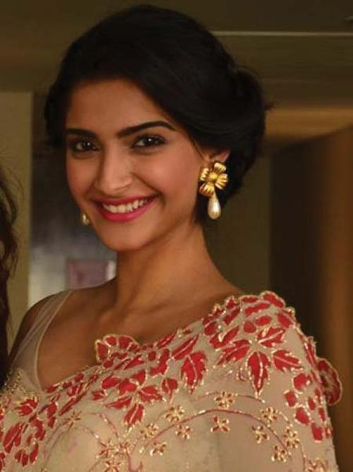 #Sonam Kapoor in this beige #saree with red and gold thread #embroidery. Vintage hairdo adds the grace to her look...isn't it?