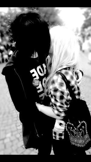 cute emo couple :3 Repin & Like. Thanks . Also listen to Noel's songs…