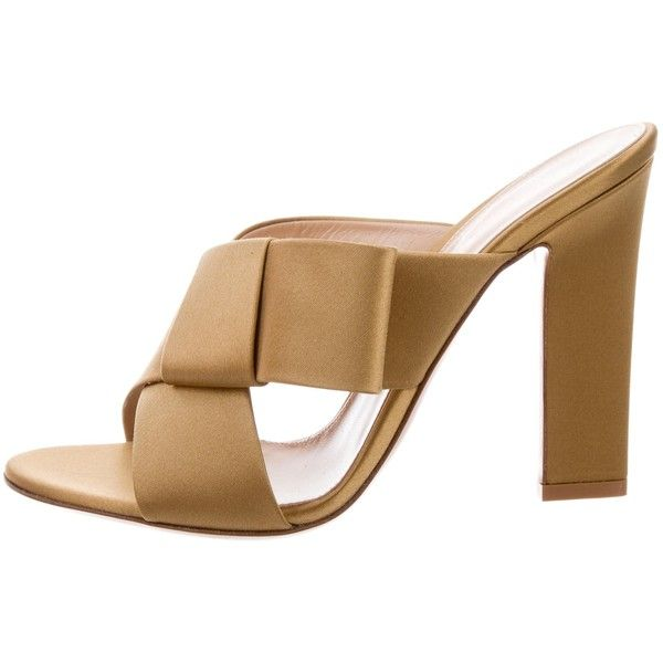 Pre-owned Gianvito Rossi Obi Slide Sandals (735 BRL) ❤ liked on Polyvore featuring shoes, sandals, neutrals, pre owned shoes, camel sandals, satin shoes, camel shoes and strappy shoes