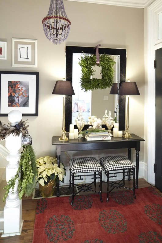 Rug: Holidays Style, Decor Ideas, Entry Tables, Consoles Tables, Christmas, Holidays Decor, Boxwood Wreaths, Squares Wreaths, Entryway