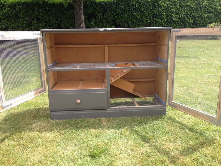 Diy rabbit hutch from dresser woodworking projects plans for Diy rabbit hutch designs