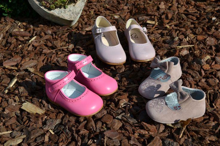 Ontdek ons leuk assortiment: van schattig babyslofje tot gemakkelijke ballerina voor de kleine dametjes :)  http://www.katenmuis.be/product/schoentjes/schattige-ballerina-met-strik-in-denim-met-zachte-zool-.html http://www.katenmuis.be/product/schoentjes/schattig-licht-fushia-ballerina.html http://www.katenmuis.be/product/schoentjes/klassieke-ballerina-in-old-rose-lakleder.html  #Eli #kiddshoe #kinderschoenen #babyslofje #meisjesschoenen #webshop #katenmuis.be