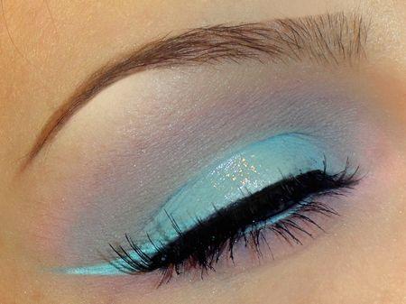 Light blue winged liner