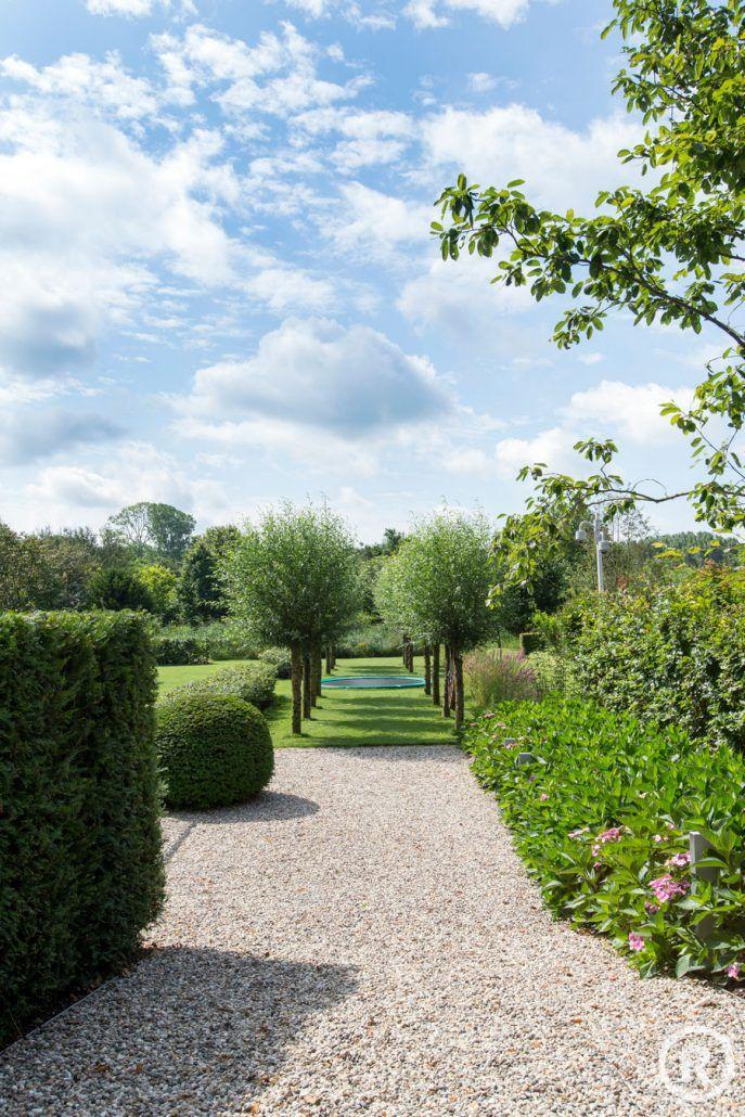 Tuininspiratie De Rooy Hoveniers klassieke tuin villa tuin trampoline oprit Waspik