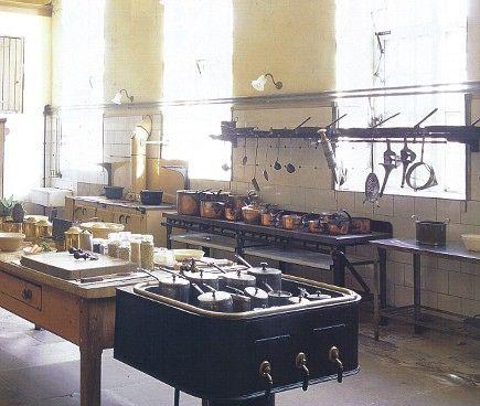 les 408 meilleures images du tableau victorian kitchen sur pinterest cuisine victorienne. Black Bedroom Furniture Sets. Home Design Ideas