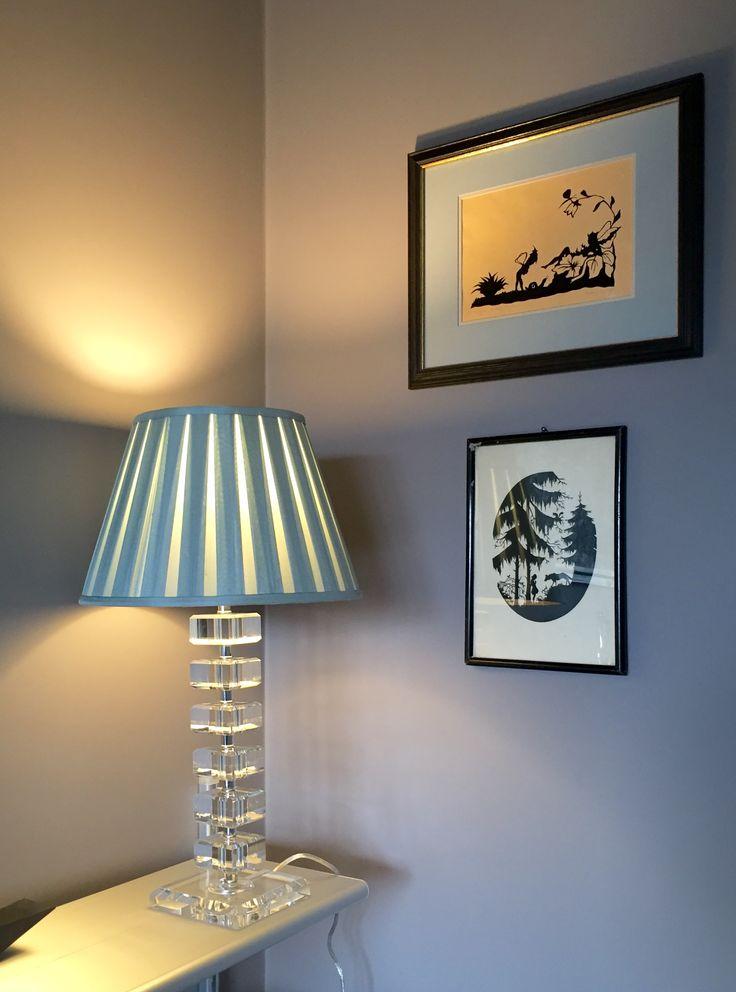 tiergarten berlin bauhaus wohnung farbkonzept taupe und tonfarben scherenschnitte elegante. Black Bedroom Furniture Sets. Home Design Ideas