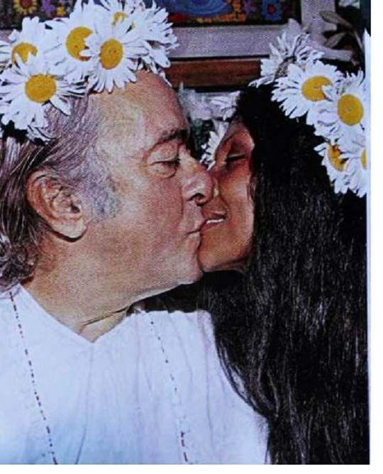 Vinicius de Moraes e a noiva Gesse Gessy na cerimônia de casamento em Salvador, em 1973. Gesse, atriz do Cinema Novo, foi a sétima esposa de Vinicius.   Veja também:  http://semioticas1.blogspot.com.br/2012/04/certas-cancoes.html
