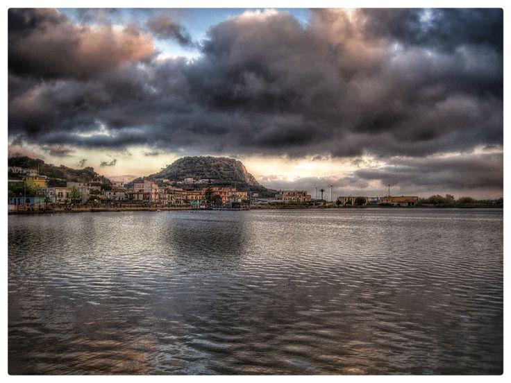 Incredibile tramonto sul lago Miseno , Bacoli , Golfo di Pozzuoli , Capo Miseno. Non sono stati utilizzati filtri o altro....