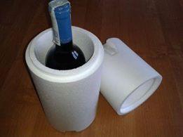 Dysponujemy również w naszym e-sklepi opakowaniami do wina na jedną butelkę. Opakowanie do wina na jedną butelkę doskonale się sprawdza nie tylko podczas transportu kurierskiego. Równie często jest kupowane przez odbiorców indywidualnych. Więcej => https://www.facebook.com/media/set/?set=a.1396335870430943.1073741850.420625448001995&type=3