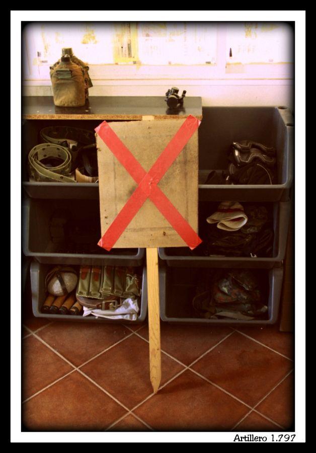 E) La idea es capturar la bandera, campamento A una señal en forma de X de un color , y otra para equipo B.