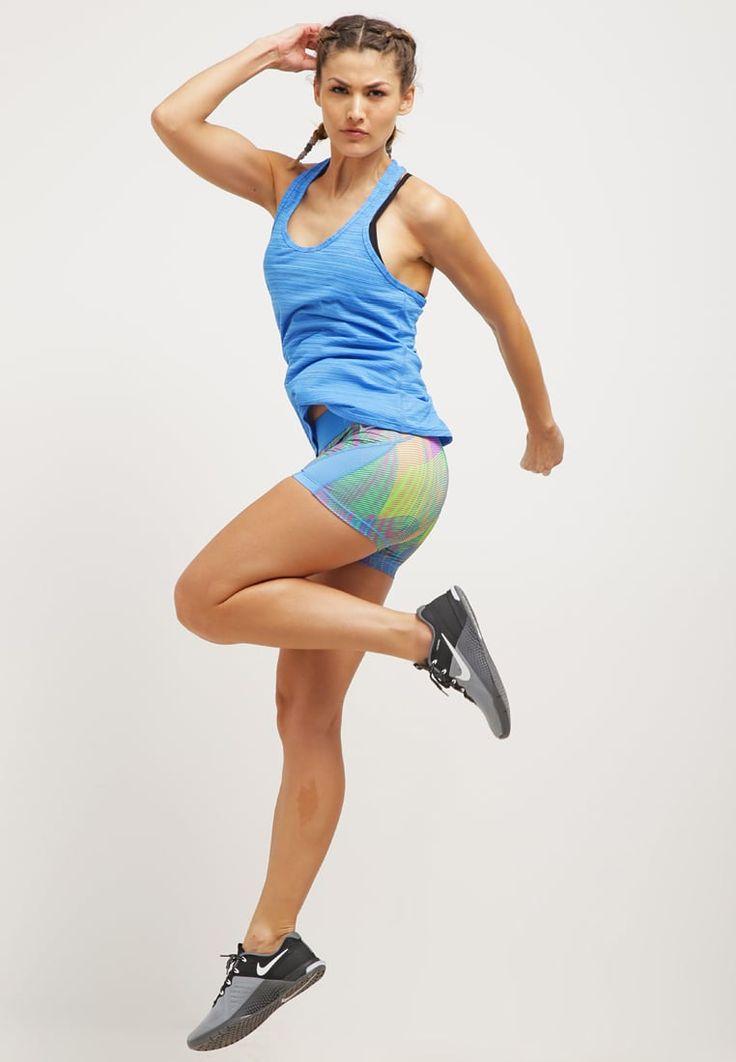 Die perfekte Ausstattung für dein persönliches Training. Nike Performance VICTORY 2-IN-1 - Top - light photo blue/ black für 34,95 € (24.07.16) versandkostenfrei bei Zalando bestellen.