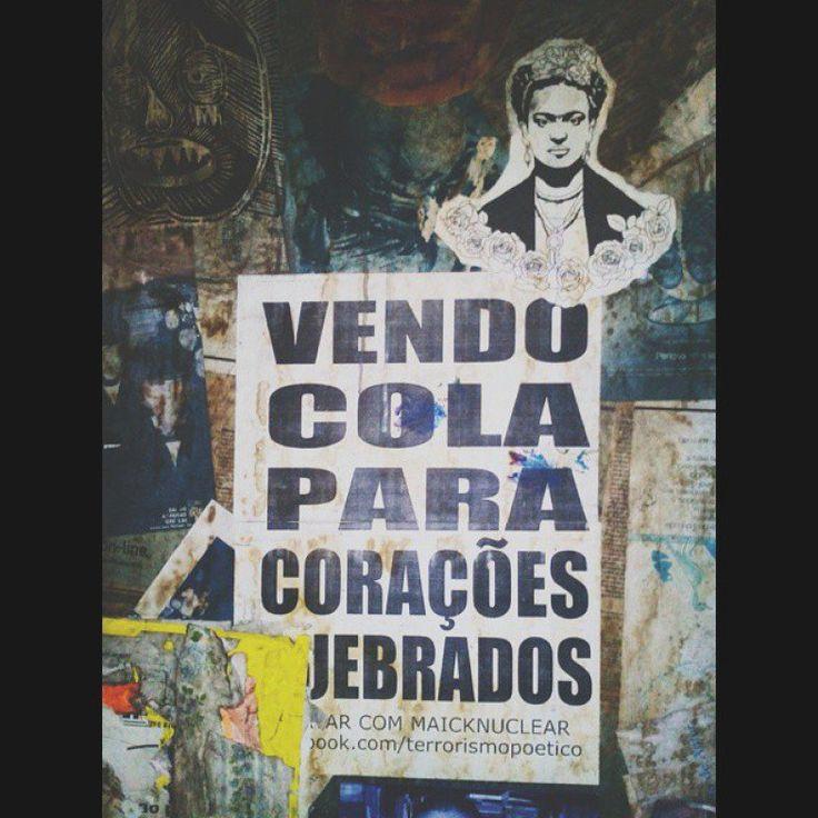 Lambe-lambe colado em muro de São Paulo. Publicado no Instagram no perfil @lueharatama.