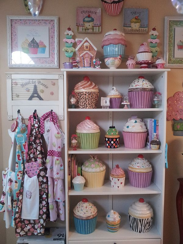 Cupcake Cookie Jar, Cupcake Kitchen....I need these for the top of my cabinets!